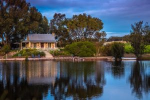 Stonewell Cottages and Vineyards - Accommodation Mermaid Beach