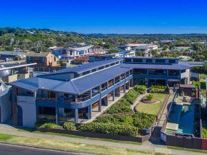 Lennox Holiday Apartments - Accommodation Mermaid Beach